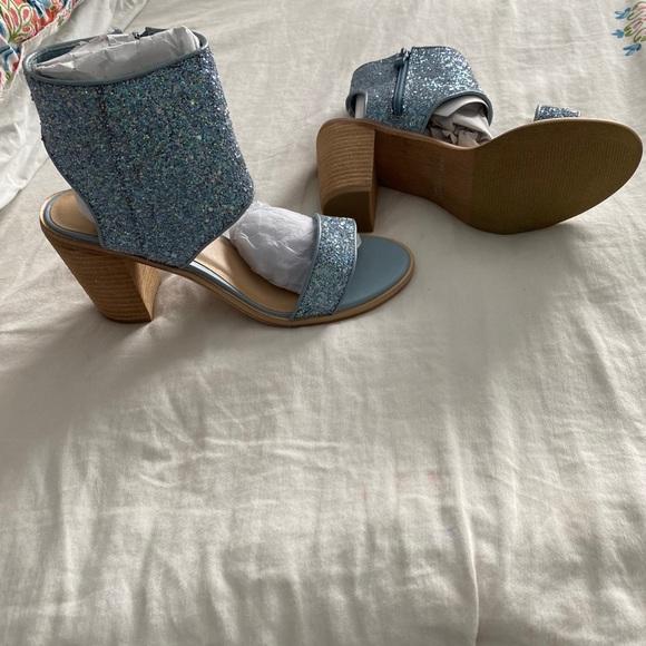 Volatile light blue glitter sandals size 8
